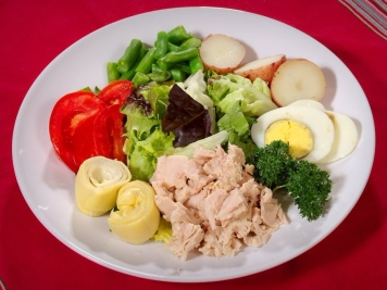 16694-healthy-food-on-a-white-plate-pv